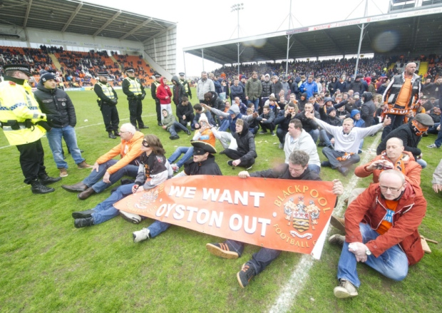 blackpool pitch invasion protest
