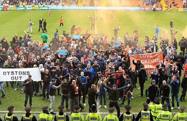 blackpool v huddersfield pitch invasion