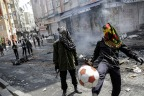 Istanbul May Day 2015: Tear gas, water cannon, football fans and petrol bombs